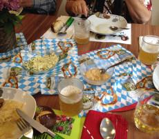 Oktoberfest mit Brezen und Bier